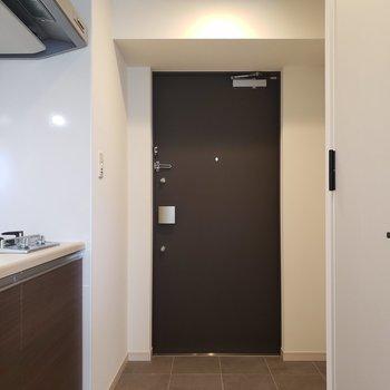 玄関からお部屋までの床はフラット。