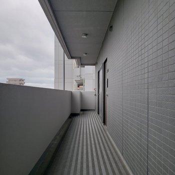 お部屋はエレベーターの近く。