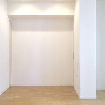右手のスペースは冷蔵庫置き場。
