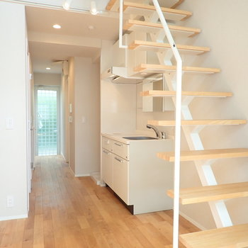 オープンな階段なので圧迫感フリー。