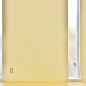 開閉はできませんが、採光は◎※写真は2階の同間取り別部屋のものです