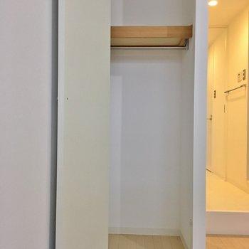 反対側にもクローゼットが!※写真は2階の同間取り別部屋のものです