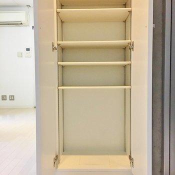 靴箱は大容量!※写真は2階の同間取り別部屋のものです
