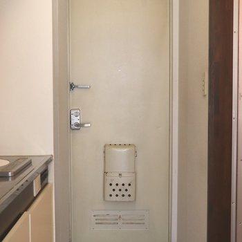 白くてスッキリした玄関