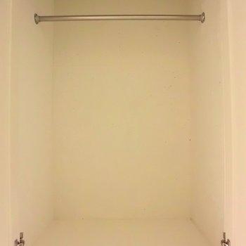 80センチほどの高さです。※写真は同階の反転間取り別部屋のものです