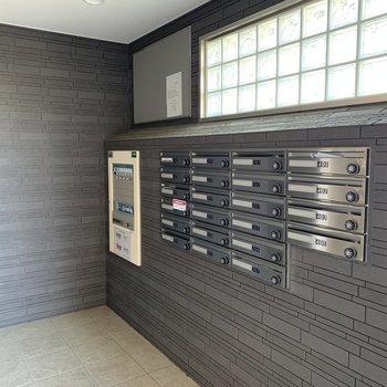 郵便受けは鍵付きで安心です