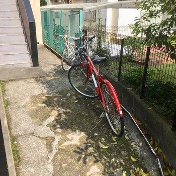 階段手前に自転車置けるかな〜?