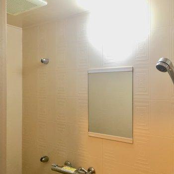 清潔感がありますね〜!シャワーの高さも変えられます。