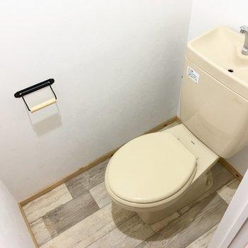 トイレはシンプルだけど、使いやすいサイズ感。