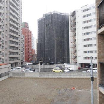 お部屋からの眺望です。前に何も建物がなくて開けてるんです〜!