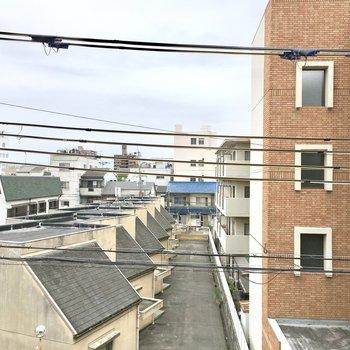眺望は小さな屋根たち。