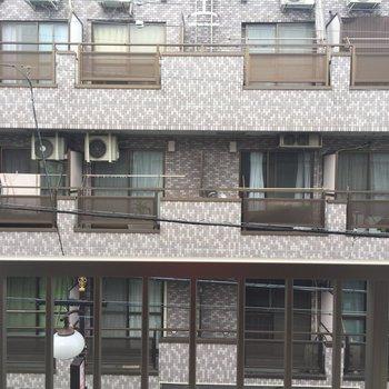 眺望はお隣のマンション、、