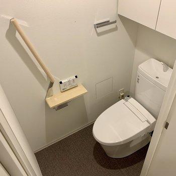 トイレも収納あります!※写真は似た間取りの5階の別部屋の写真です