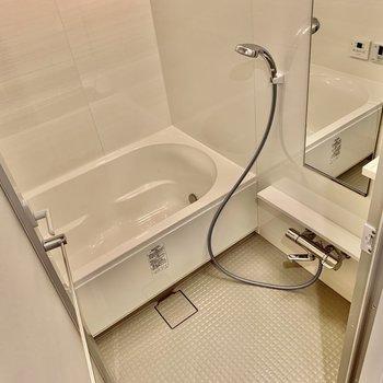 浴室は充実の設備ですよ。※写真は似た間取りの5階の別部屋の写真です