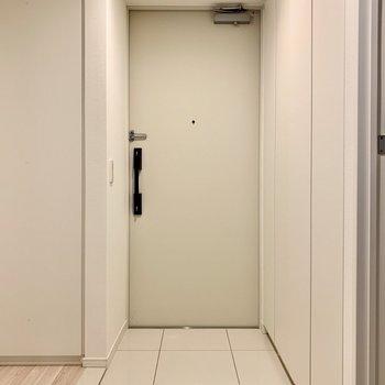 なんてフラットな玄関。※写真は似た間取りの5階の別部屋の写真です