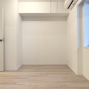 奥のお部屋です。ベッドルームですね。※写真は似た間取りの5階の別部屋の写真です