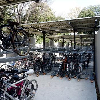 駐輪場あり。レンタサイクルもあります。