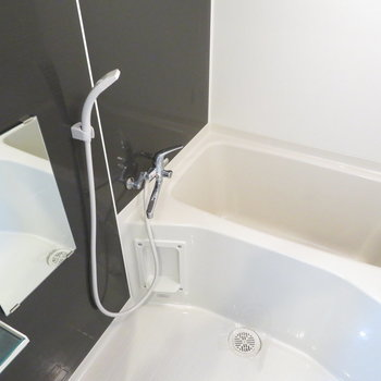 お風呂の棚が嬉しいですね