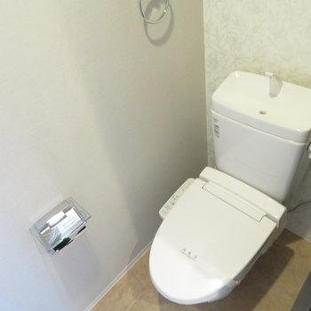 トイレも温水洗浄便座付き