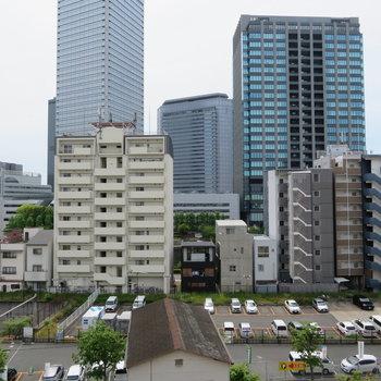 京橋の街が