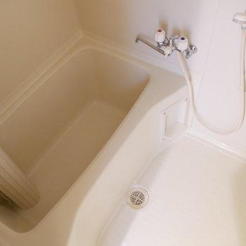 ゆったりサイズのお風呂です♪