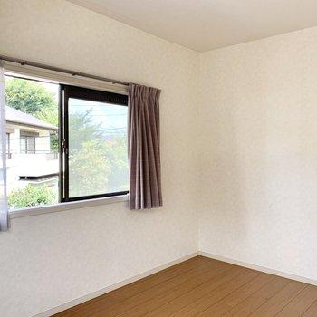 【西側6帖洋室】お部屋きれいです。