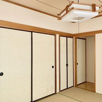 大容量の押入れ収納もあるので、お布団しまって寝室かな〜。