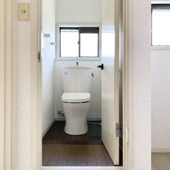2階にトイレ。少し高くなっています。