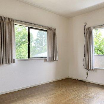 【東側6帖洋室】全部屋2面採光の贅沢を味わってください。