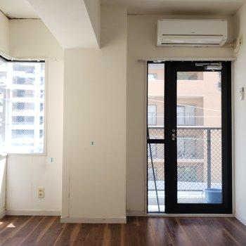洋室が1つ。窓も多くて明るいんだ♪