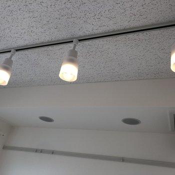 防音室のライトがいいムードを作り出します