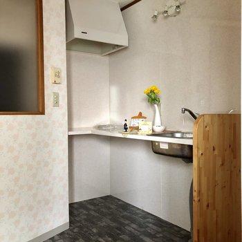 キッチンは奥にIHを置く用になっています!(※写真の置物は見本です)