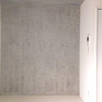 バルコニー側から。打ちっぱなしはデザイナーズの基本◎※写真は1階の同間取り別部屋のものです