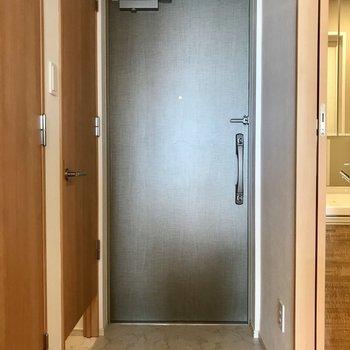 玄関には、※写真は9階の同間取り別部屋のものです