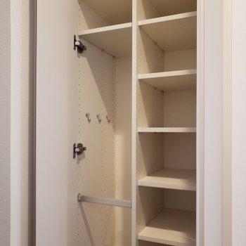 シューズBOXはたくさん入りそう。※写真は5階の同間取り別部屋のものです