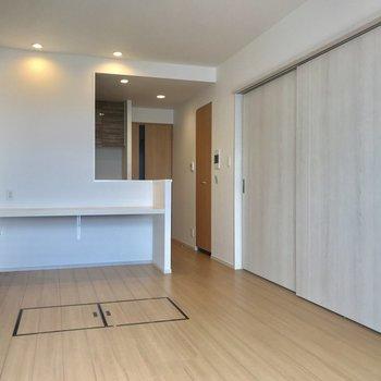 引き戸で仕切ることもできますよ※写真は9階の同間取り別部屋のものです