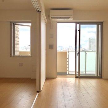 カウンター側から※写真は9階の同間取り別部屋のものです
