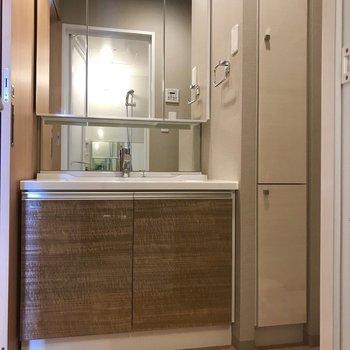なんて大きい鏡なの・・※写真は9階の同間取り別部屋のものです