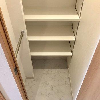 贅沢なシューズクローク※写真は9階の同間取り別部屋のものです