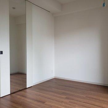 鏡付きの収納嬉しい!※写真は5階の同間取り別部屋のものです