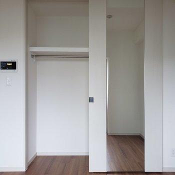 ここには普段用の服を。※写真は5階の同間取り別部屋のものです