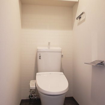 トイレは個室です。※写真は5階の同間取り別部屋のものです
