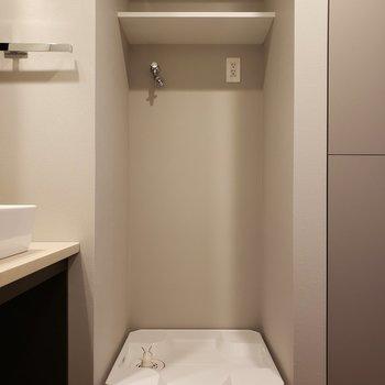 洗濯機は脱衣所の中に!※写真は5階の同間取り別部屋のものです