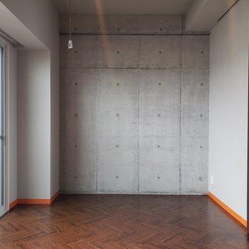 インテリアはコンパクトに。※写真は5階の同間取り別部屋のものです