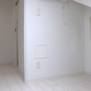 【収納ロフト】小さな小窓が付いています※ 写真は前回募集時のものです