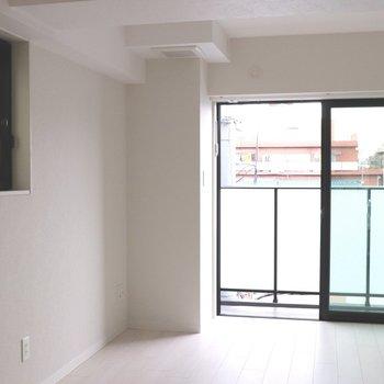 【LDK】2面採光で明るく、白い壁が映えます※ 写真は前回募集時のものです