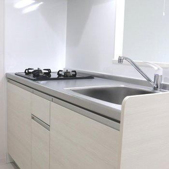 【LDK】白い木目ボードのキッチン※ 写真は前回募集時のものです