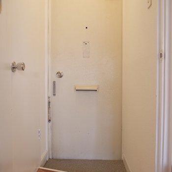 床板の模様とシンプルな白のコントラストがかわいい!