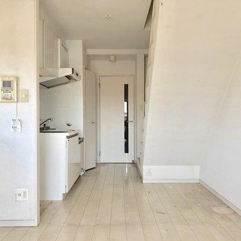 真っ白で清潔感のあるお部屋!(※写真は清掃前のものです)