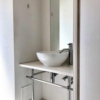 お洒落な洗面台!(※写真は清掃前のものです)
